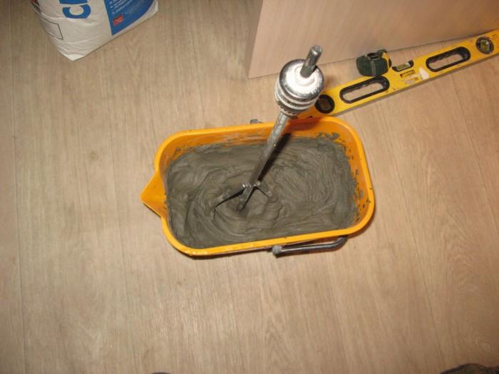 Adesivo poliuretanico per piastrelle ceramiche. selezione dell